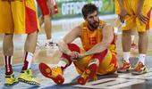 图文:[欧锦赛]西班牙胜克罗地亚 加索尔坐地