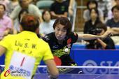 图文:女乒世界杯刘诗雯登顶 武杨在比赛中