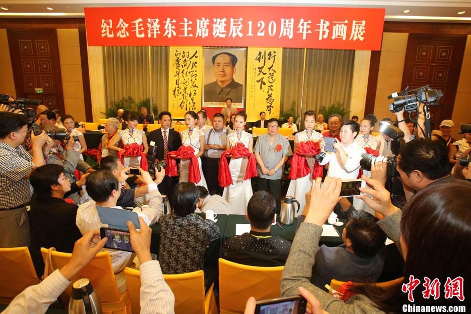 毛新宇出席书画展与毛泽东特型演员握手(高清组图)