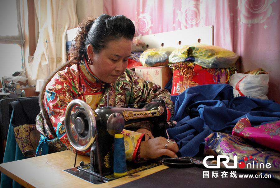 贵族色昝_甘肃天祝藏族自治县博物馆 馆长昝莉芳向记者介绍天祝县藏民族文化