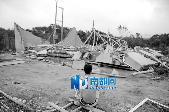 狂风摧毁临时宿舍 30多工人被埋7人亡