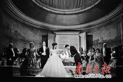 歌剧《茶花女》剧照。
