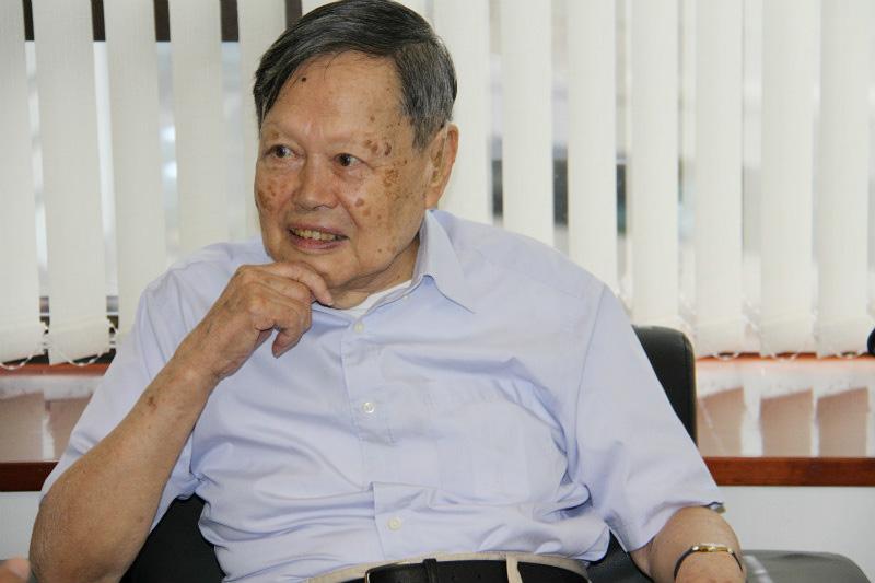 诺贝尔奖获得者杨振宁教授接受人民网专访