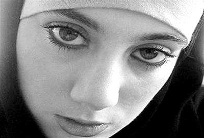 """被称为""""白寡妇""""的萨曼莎。"""