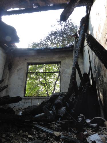一场大火,老丁家化为灰烬。