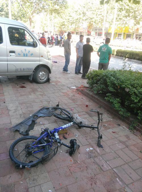 平度一学校门口受伤a学校车祸数名学生发生(图)9高中英语v学校图片