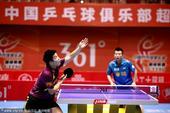 图文:乒超山东3-0横扫八一 樊振东发球