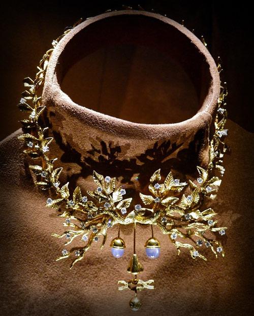 嘴唇和珍珠的牙齿,这些设计不仅仅是可以佩戴的珠宝