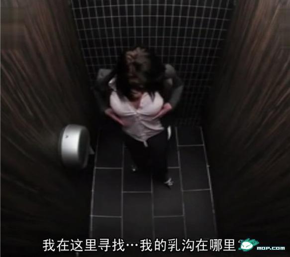 你去色色_公厕是一个神奇的地方,在这个几尺见方的地方,形形色色的人来匆匆去
