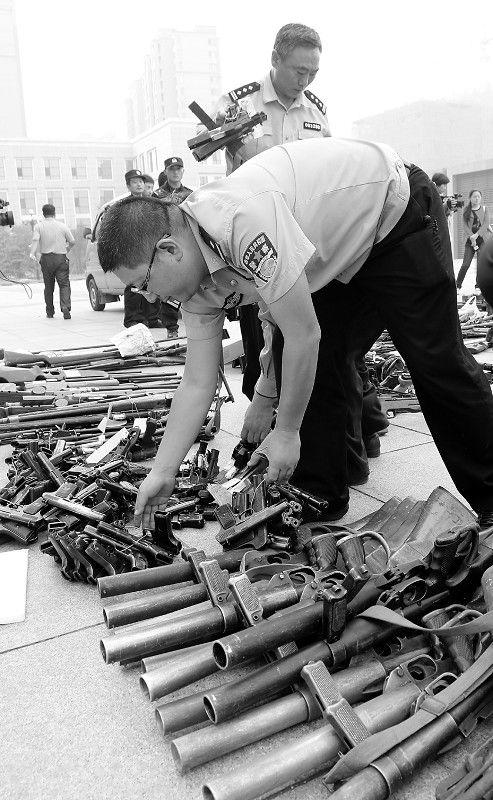 """百米开外可伤人,大型弩枪网上热卖卖家称""""常向石家庄发货,可货到付款""""多地公安将联手""""合围""""网络黑心卖家"""