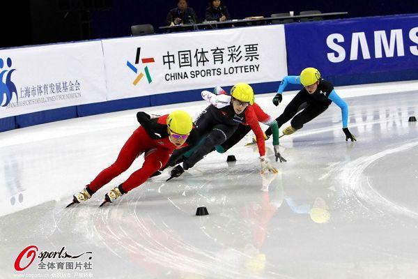 图文:短道速滑世界杯中国站 王�鞒晒Τ�越