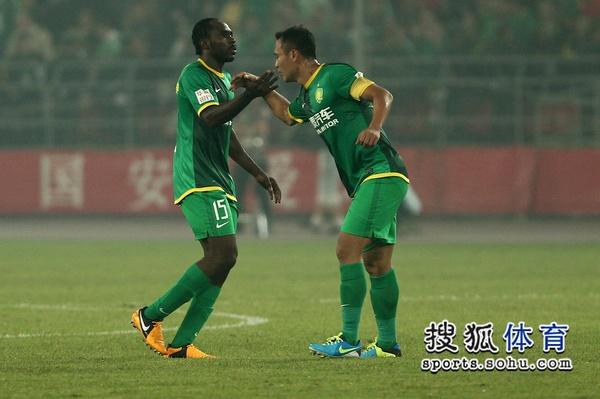 中超图:国安2-0申花 乌塔卡徐云龙击掌