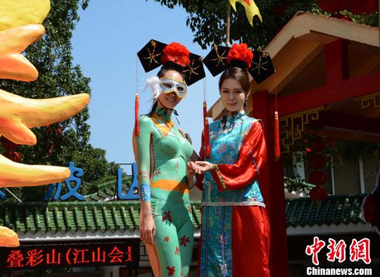 人体宪术_9月29日,广西桂林著名景区伏波山演绎了一场以\