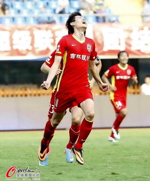 中超图:申鑫0-1不敌亚泰 张文钊仰天庆祝