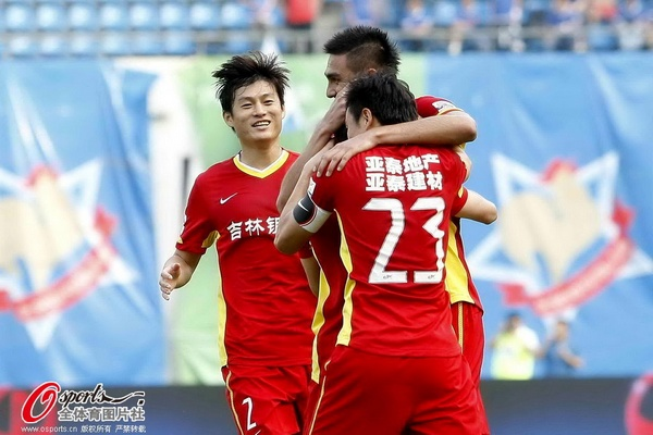 中超图:申鑫0-1不敌亚泰 张文钊拥抱