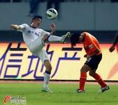 中超图:卓尔0-3鲁能 王永珀飞腿全力争抢