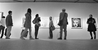 金宝欧美射一嘴_《玛丽莲·梦露》,《金宝汤罐》等101组作品全面展示了安迪·沃霍尔各