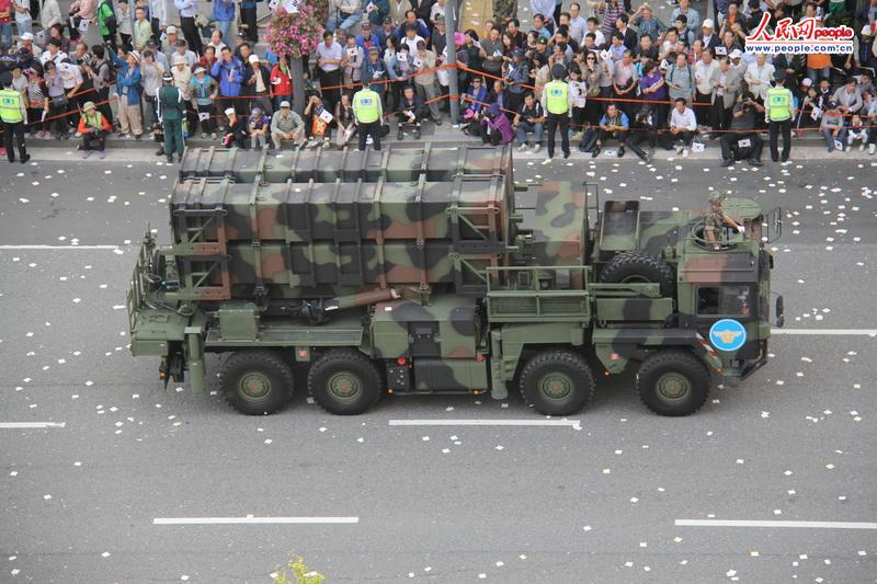 韩国举行阅兵式庆祝建军65周年(组图)