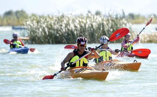 水柱:2013划骑跑三项比赛挑战赛皮划艇越野-搜狐体育图文摩托艇图片
