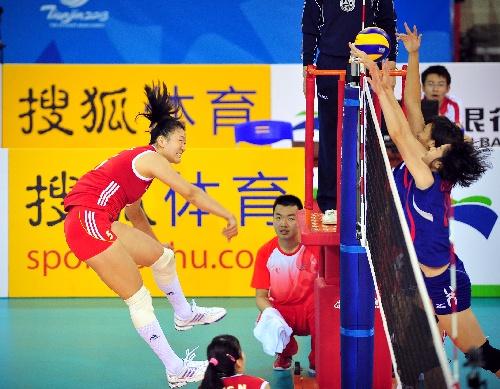 东亚运排球项目开赛 许若亚扣球瞬间