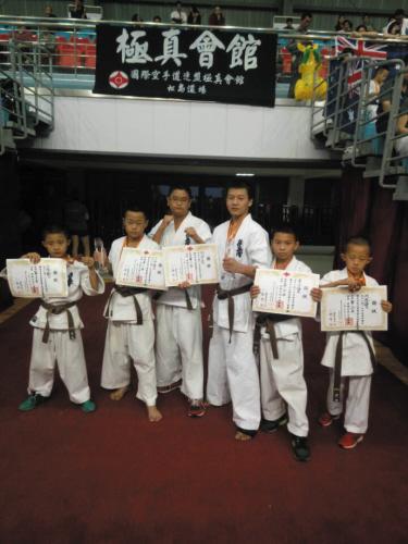 大连斗魂武馆的6位参赛选手。