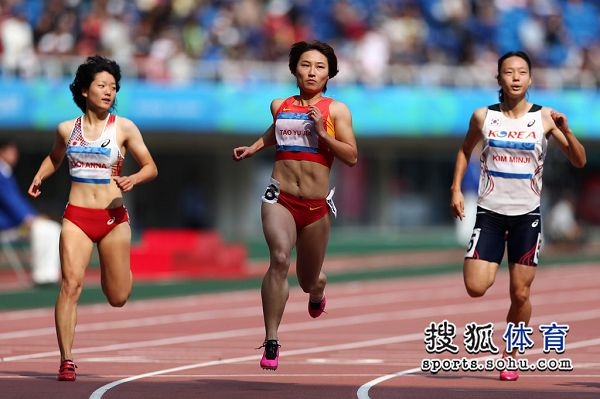 图文:东亚运女子100米预赛 陶宇佳晋级