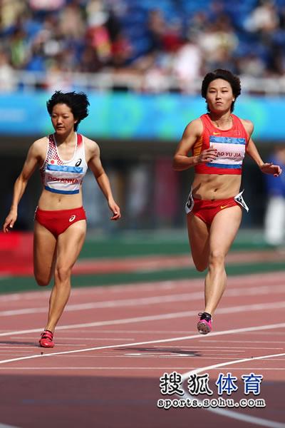 图文:田径女子100米预赛 中国两将轻松晋级