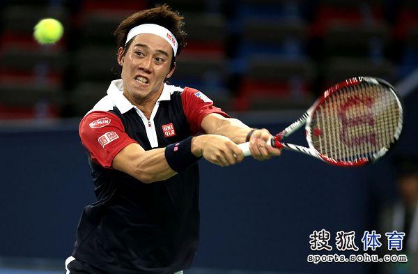 图文:上海赛锦织圭晋级次轮 锦织圭双手反拍