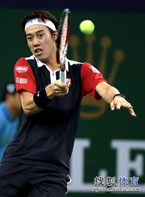图文:上海赛锦织圭晋级次轮 锦织圭回球瞬间