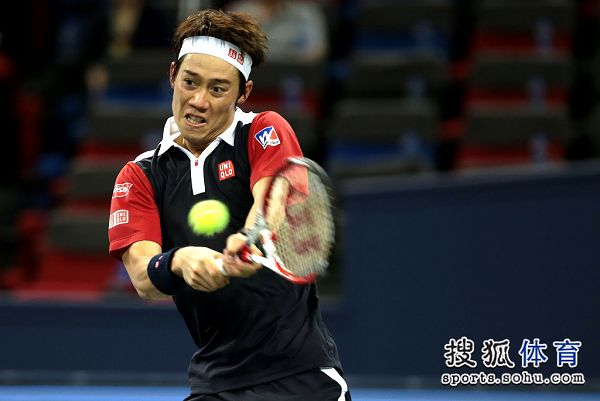 图文:上海赛锦织圭晋级次轮 锦织圭帅气回球