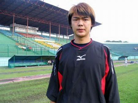 曾诚曾效力于印尼联赛苏巴拉亚队