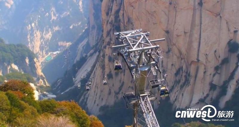 华山景区全长4211米的西峰索道为游客登山览胜提供了方便