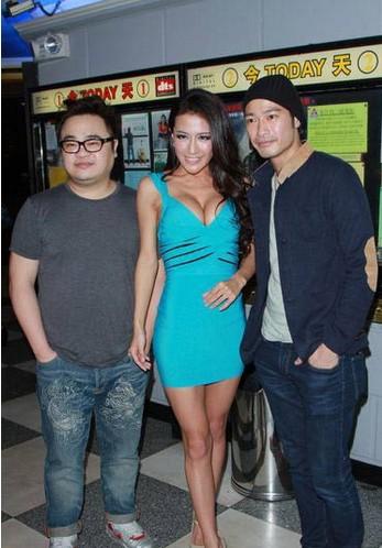 三级片女星哈尔滨酒吧捞金 遭众人咸猪手 图图片