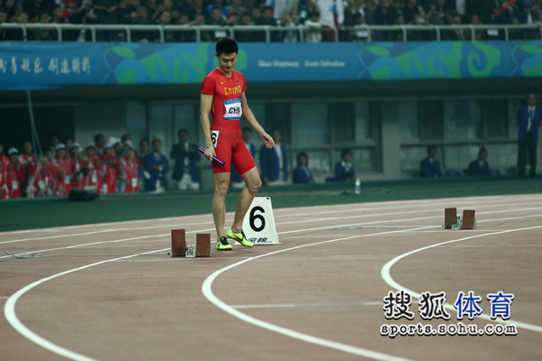 圖文:東亞運男子4x100接力 張培萌走上跑道圖片