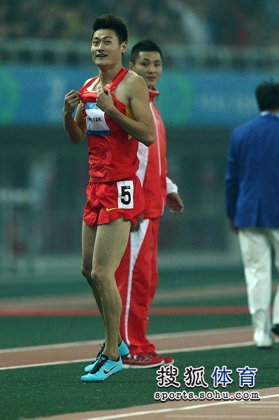 图文:东亚运男子110米栏决赛 江帆收获金牌