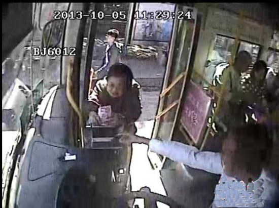 一名老人坐公交投币620元司机乘客全惊呆高清图片