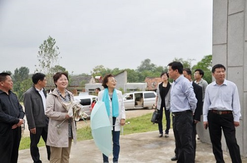 康晓萍陪同张素久在巢湖考察