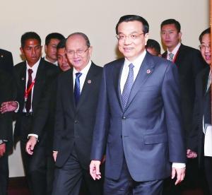 10月9日,国务院总理李克强在文莱斯里巴加湾市会见缅甸总统吴登盛。新华社记者 刘卫兵 /摄