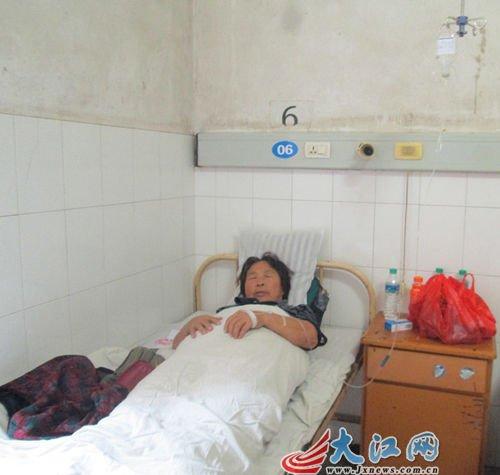 受害人六旬老太赵某仍躺在医院