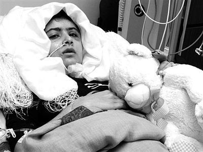 在医院接受治疗的马拉拉