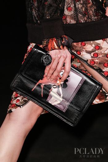 Givenchy 小鹿斑比手拿包