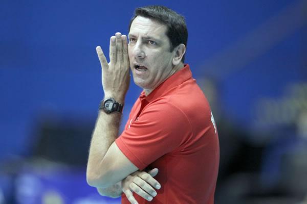 图文:U23女排世锦赛半决赛 主教练大声指挥