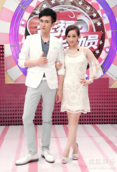 王菀晨(右)与台湾著名药妆师家弘老师搭档主持
