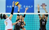 图文:东亚运女排中国胜日本夺冠 日本队防守