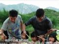《爸爸去哪儿片花》第一期 林志颖开拖拉机拉铁锅 小朋友借菜烧饭
