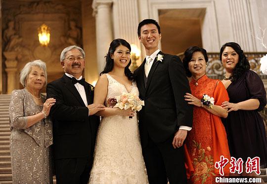 美国旧金山华裔市长李孟贤喜嫁女