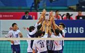 图文:东亚运男排中华台北夺冠 队员一起庆祝