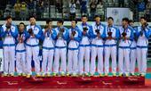 图文:男子排球中国队获季军 领奖台上不大开心