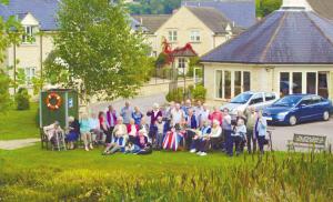 英国裸露体村_一群老人买下一个村养老- 家人帮忙凑足200万英镑 创英国先例(图)