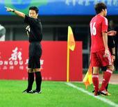 东亚运:中国男足0-3朝鲜 廖均健被红牌罚下